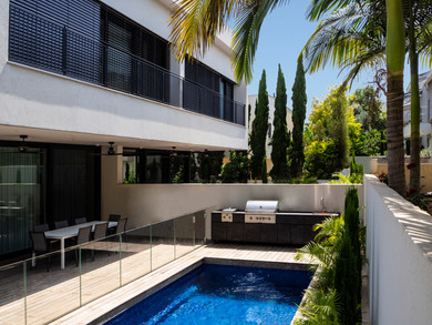 Location: Neve Oz Total floor area: 843 sqm Total site area: 720 sqm Program: Double family house Design & built: 2016-2019