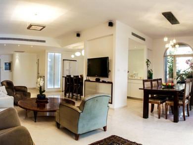 Location: Jerusalem Beit Hakerem Total floor area: 135 sqm Program: Single family apartment Design & built: 2009-2010