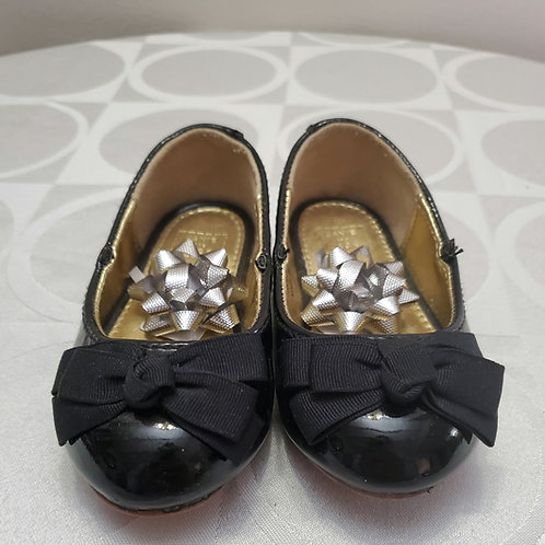 Black and gold flat bottom sandles from Janie and jack