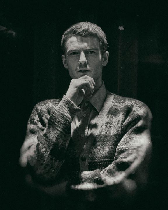 Mathias Olsen som Giles Ralston i the Mousetrap
