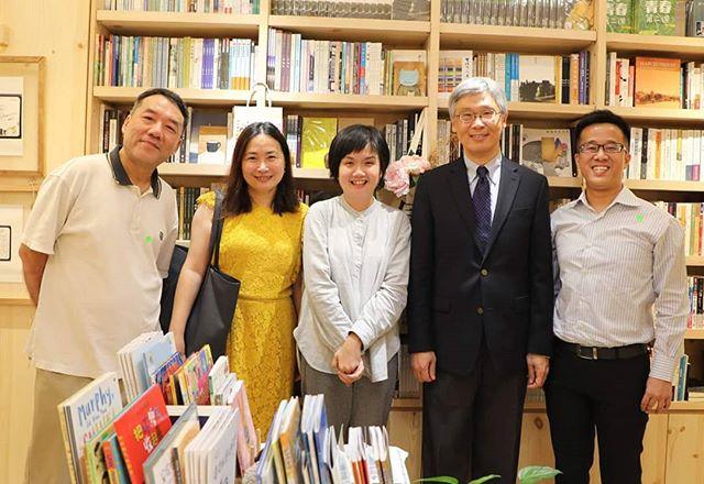 美國哈佛大學重量級學者王德威教授到訪城市書房,購買許多新華著作,以行動支持獨立書
