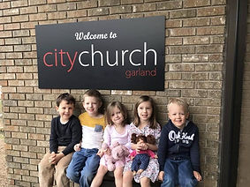 children-sunday-morning-city-church-garl