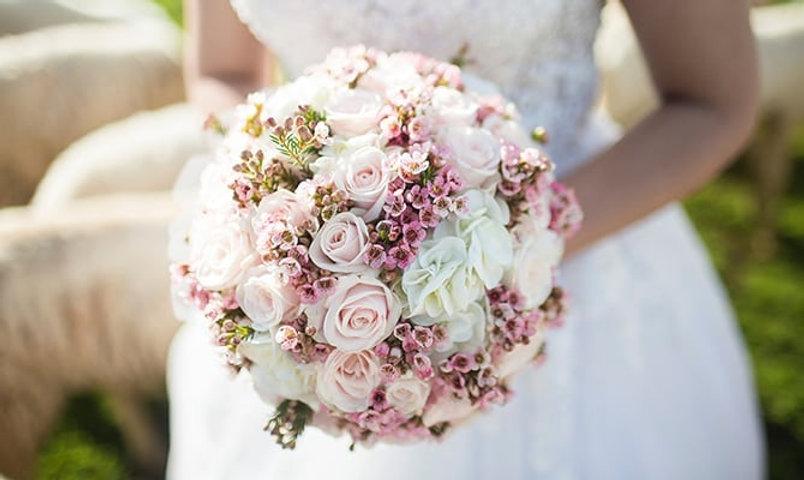handtied-pink-rose-hydrangea-bridal-flow