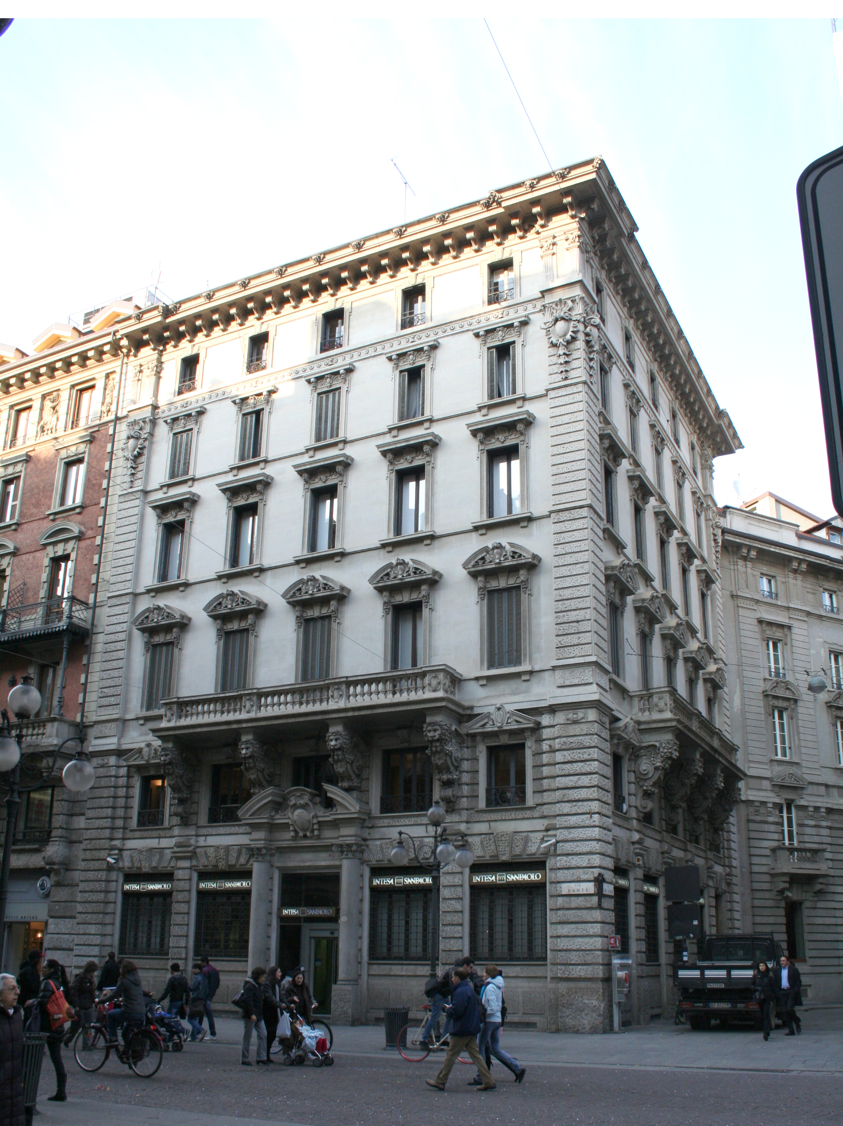 Ristrutturazione edificio Via Dante