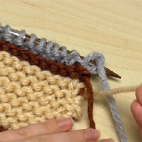 How to Knit with 3 Yarn Colours & Carry Yarn up the Sides