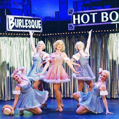 """""""Guys and Dolls"""" at Old Log Theatre"""