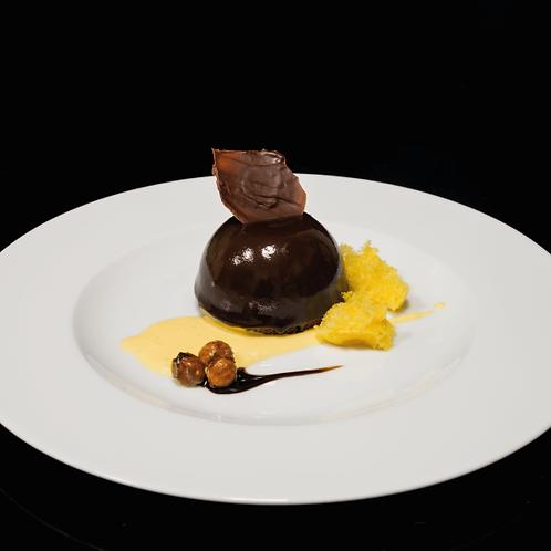 Mousse al cioccolato con bavarese alla nocciola su crema inglese