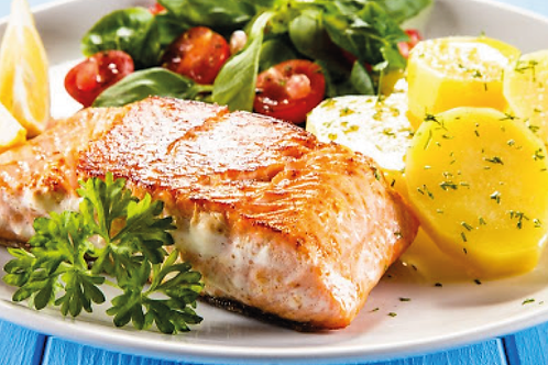 Trancio di salmone alla piastra con patate alla salvia