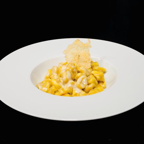 Tortellini della tradizione in crema di Parmigiano Reggiano 18 Mesi