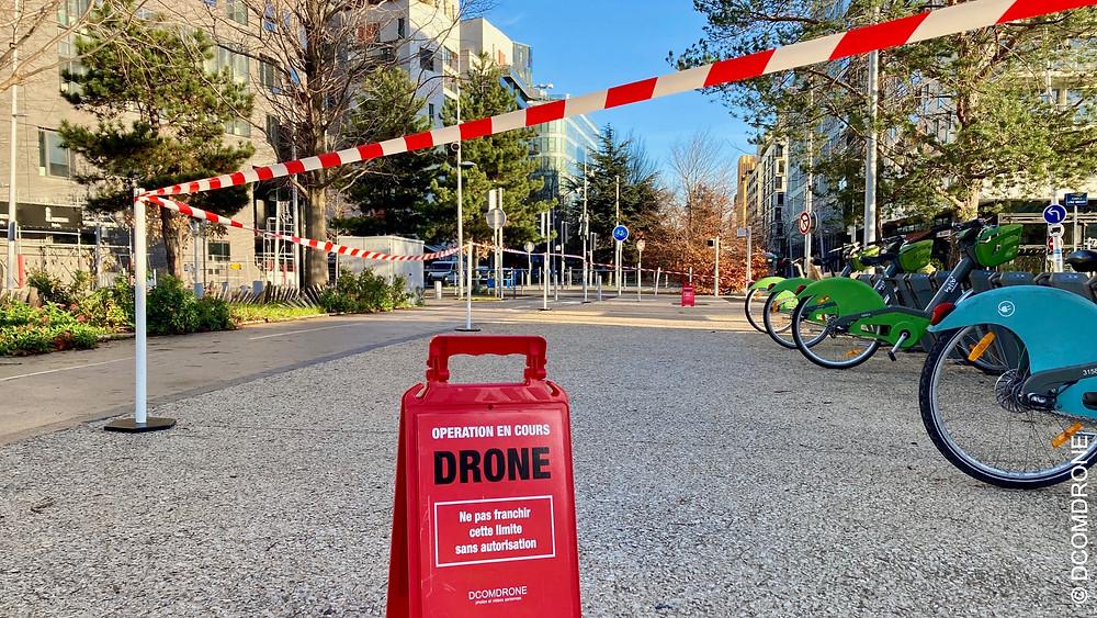 Prestation de prises de vue aériennes par drone dans Paris par DCOMDRONE pilote de drone France - Mise en place d'une zone d'exclusion des tiers pour proteger les riverains