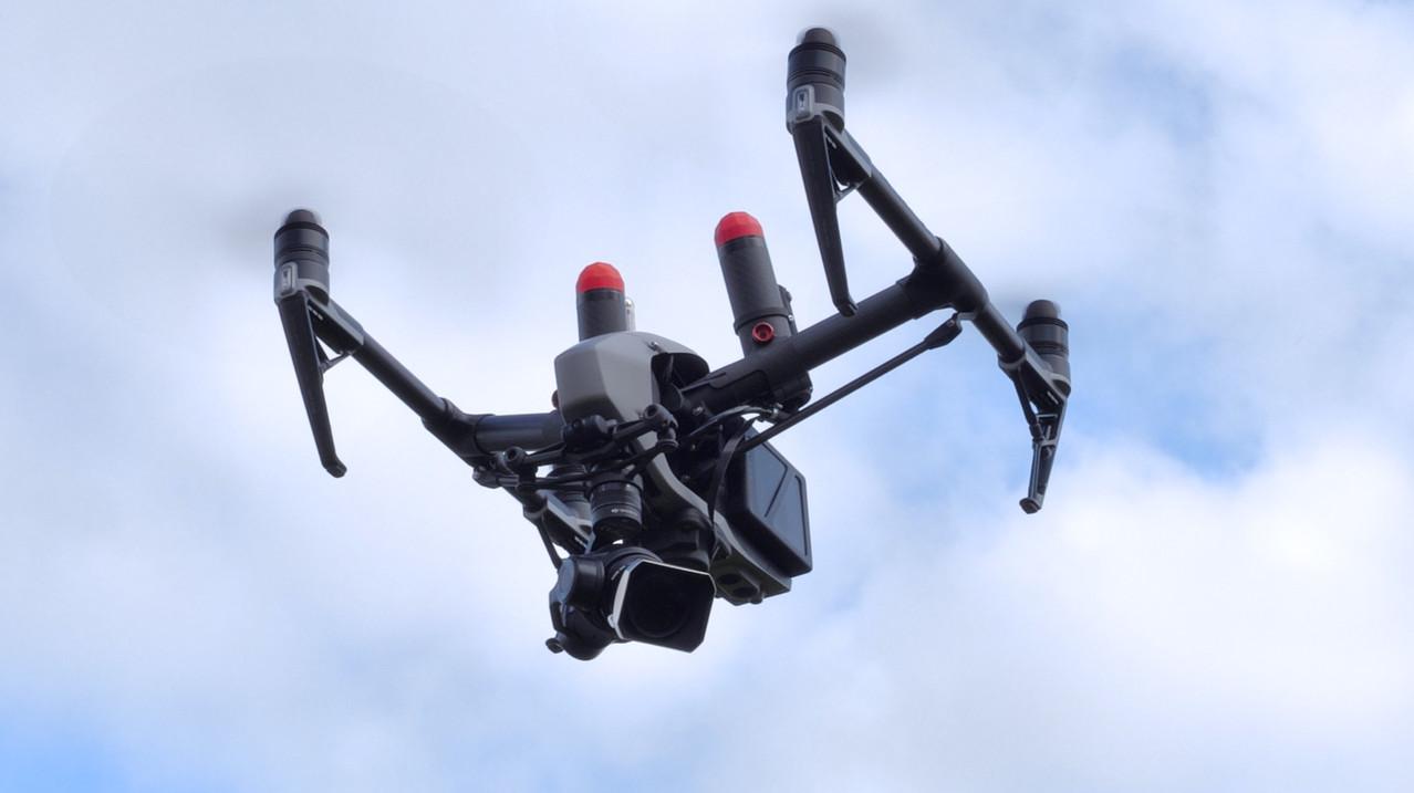 Drone DJI Inspire 2 homologué S3 en vol de DCOMDRONE