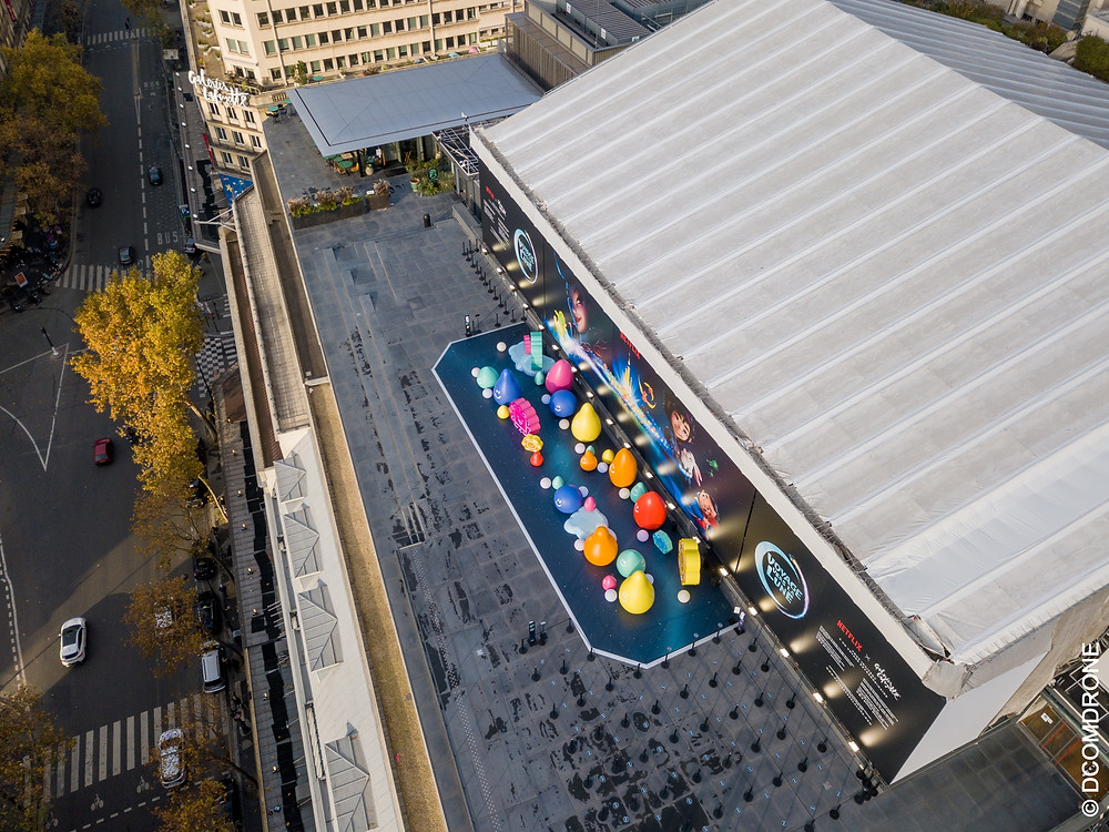 Lancement du film Over The Moon, événement sur la terrasse des Galeries Lafayette Hausmann Paris. Photo par drone dans Paris par pilote de drone DCOMDRONE