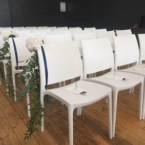 chaises_bleu_marine_mariage_chateau_du_b