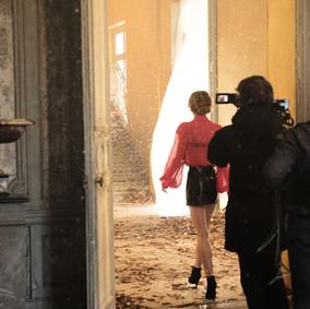 Lily-Rose-Depp-en-tournage-pour-la-campagne-Chanel-5.jpg