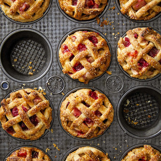 mini-apple-raspberry-pies-1596925821.jpe