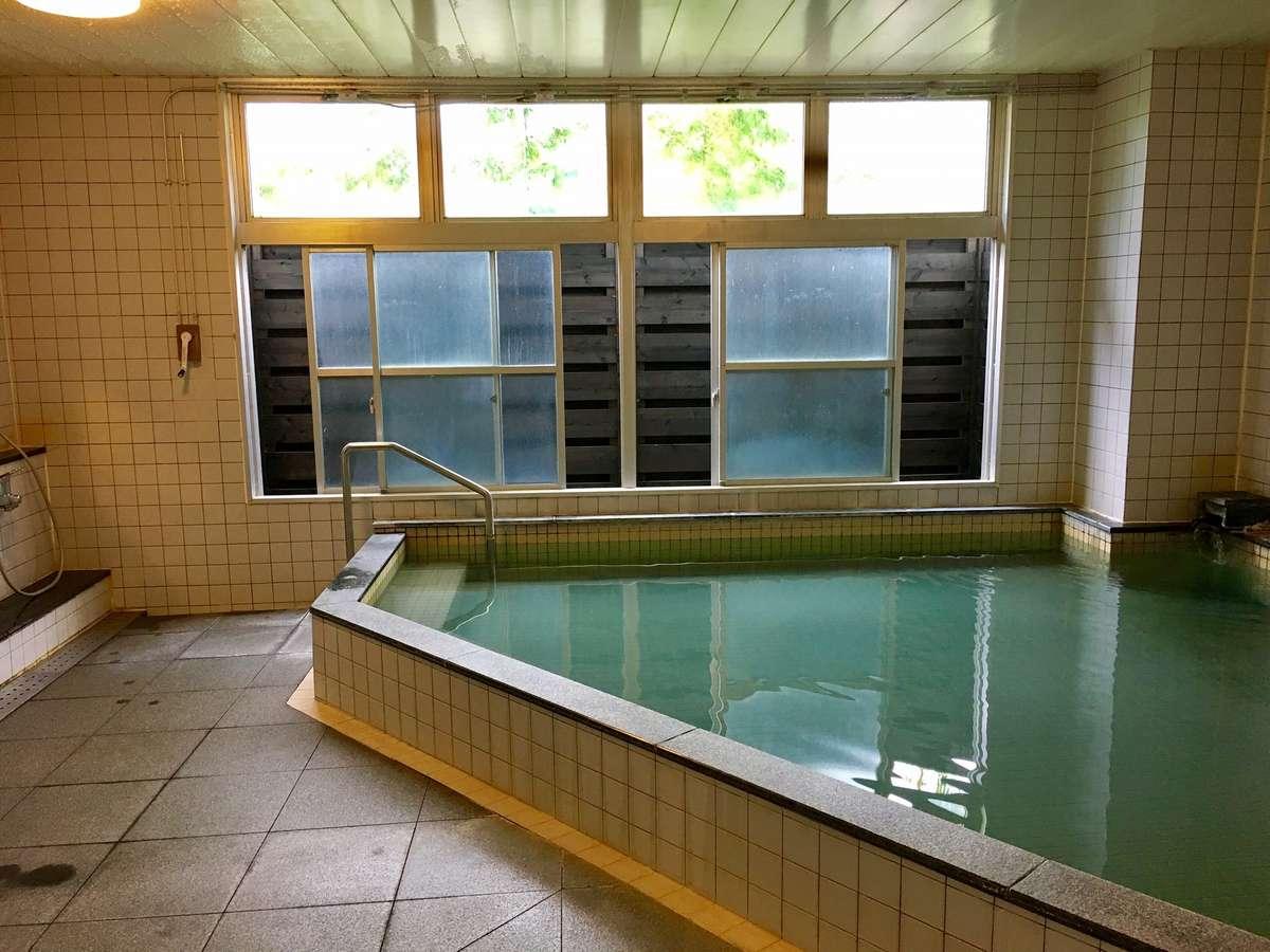 旅館玉之湯の大浴場