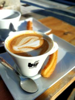 コーヒーの付け合せは勿論、チュロスで。