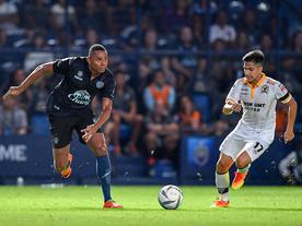 Jajá Coelho, ex-Inter e Fla, marca três vezes e garante liderança de seu time na Ásia