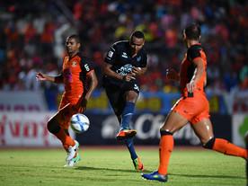 Jajá Coelho faz mais um hat-trick e Buriram dispara na liderança da Thai League
