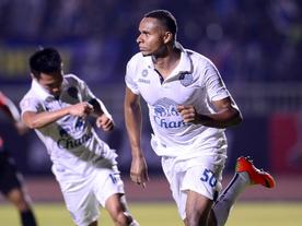 Campeão, Jajá vence duelo de goleadores, marca golaço e se aproxima de artilharia na Thai League