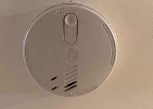 Smoke alarm installation