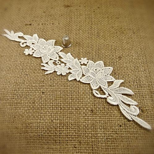 Cream lace guipure applique flowers floral leaves sheen finish neckline collar vintage Mokshatrim Haberdashery