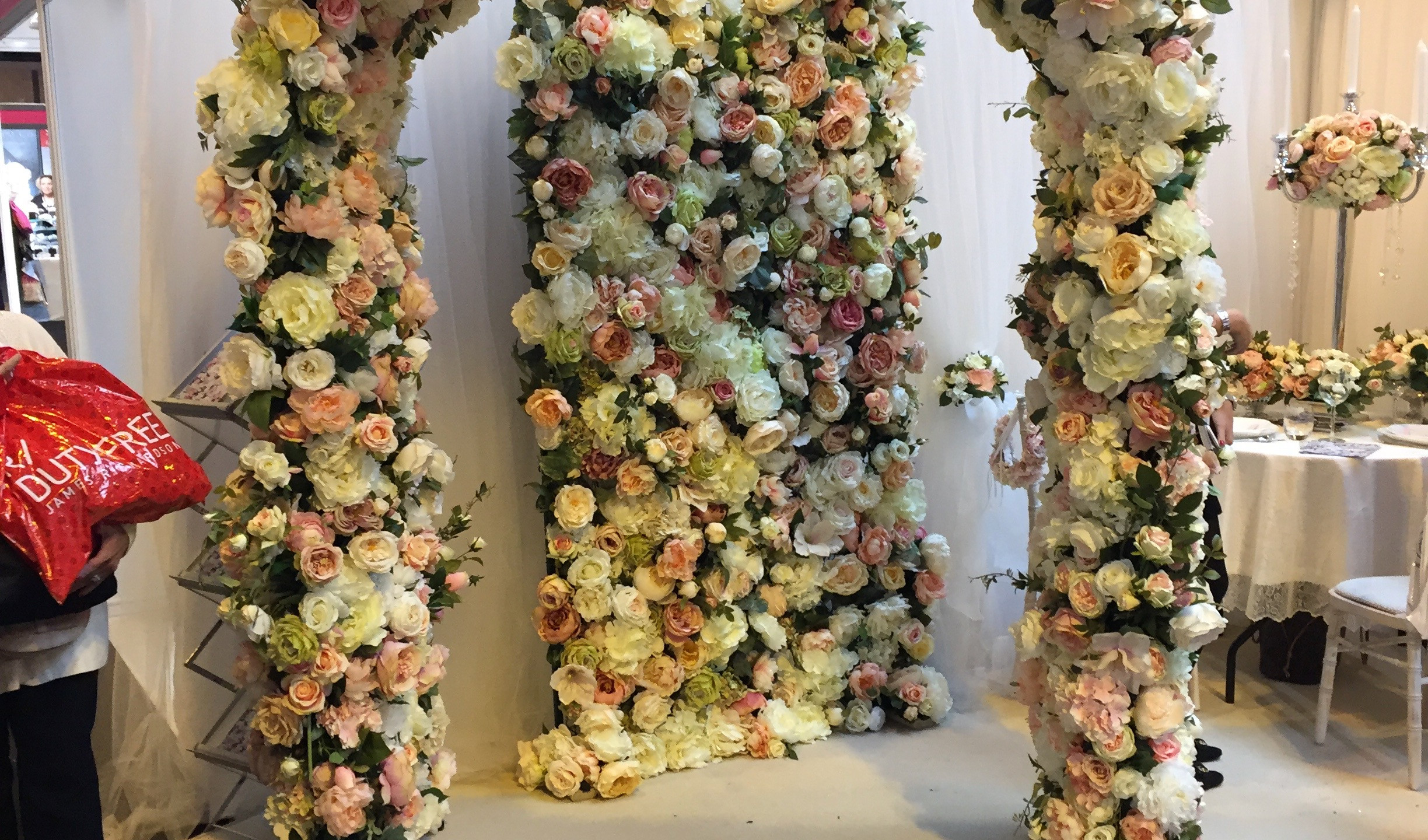 Real flower arches and walls by the Blossom Co.