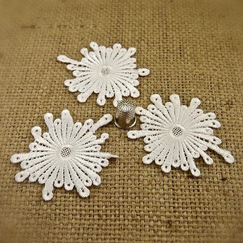 White Lace Contemporary Guipure Applique x3 M385