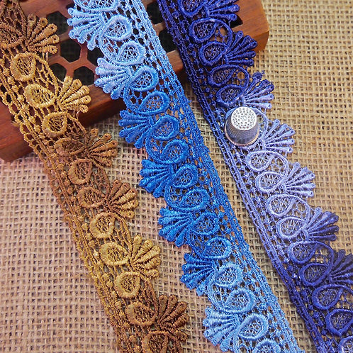 Scroll Design Variegated Lace M214