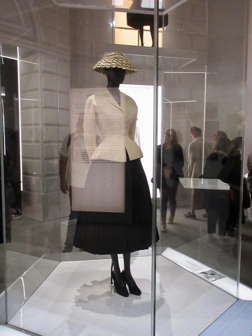 Bar Suit and Hat. Dior Haute Couture Spring/Summer 1947. Suit in Wool crepe and Shantung silk and hat in taffetta and straw.