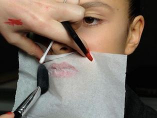 How to Transform Cream Lipstick into Matte