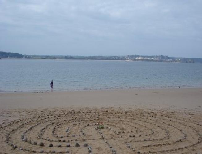 Caldeyislandlabyrinth.png