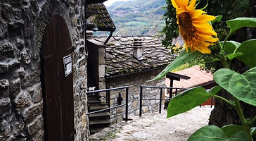 Brugnello Alley in Emilia Romagna. Elli Travel Group is a New York based travel agency specializing in luxury travel. How can I upgrade my Emilia Romagna, Italy Experience? Through Elli Travel Group, clients receive complimentary amenities. We are proud members of Virtuoso, Rosewood Elite, and Starwood Luxury Privileges.