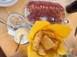 Eating in Emilia Romagna. Elli Travel Group is a New York based travel agency specializing in luxury travel. How can I upgrade my Emilia Romagna, Italy Experience? Through Elli Travel Group, clients receive complimentary amenities. We are proud members of Virtuoso, Rosewood Elite, and Starwood Luxury Privileges.
