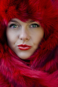 Green Eyes Red Hat