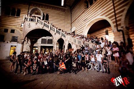 Piazza dei Signori (Dante) Verona invasa dagli zombie