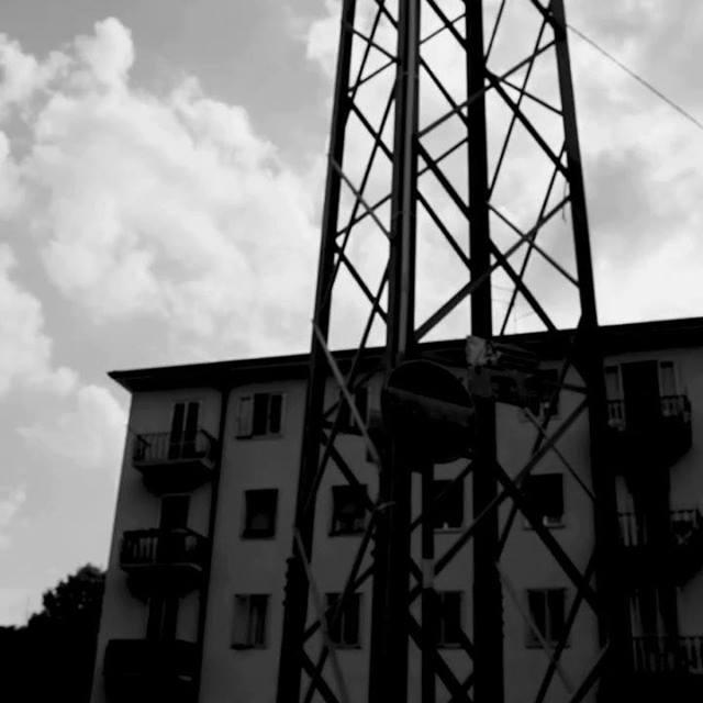 Ambientato in un weekend, in un borgo di Verona (quasi) inventato, il Piovaschi, col suo ristretto gruppo di amici, pensa solo a menare teste di cazzo e a scolarsi l'inverosimile. Una vita di merda, ma a lui sta bene così. Tuttavia, la sua vita di me