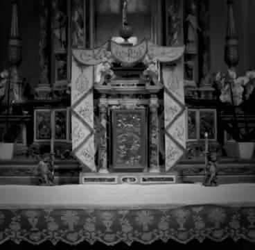 Una solenne croce saliva dalla sommità del tempietto, completamente intarsiata di rubini, smeraldi e lapislazzuli, qualsiasi cosa fossero... #booktrailer #piovaschi Acquistalo su LaFeltrinelli: https://www.lafeltrinelli.it/fcom/it/home/pages/catalogo