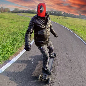 Deadpool eSk8