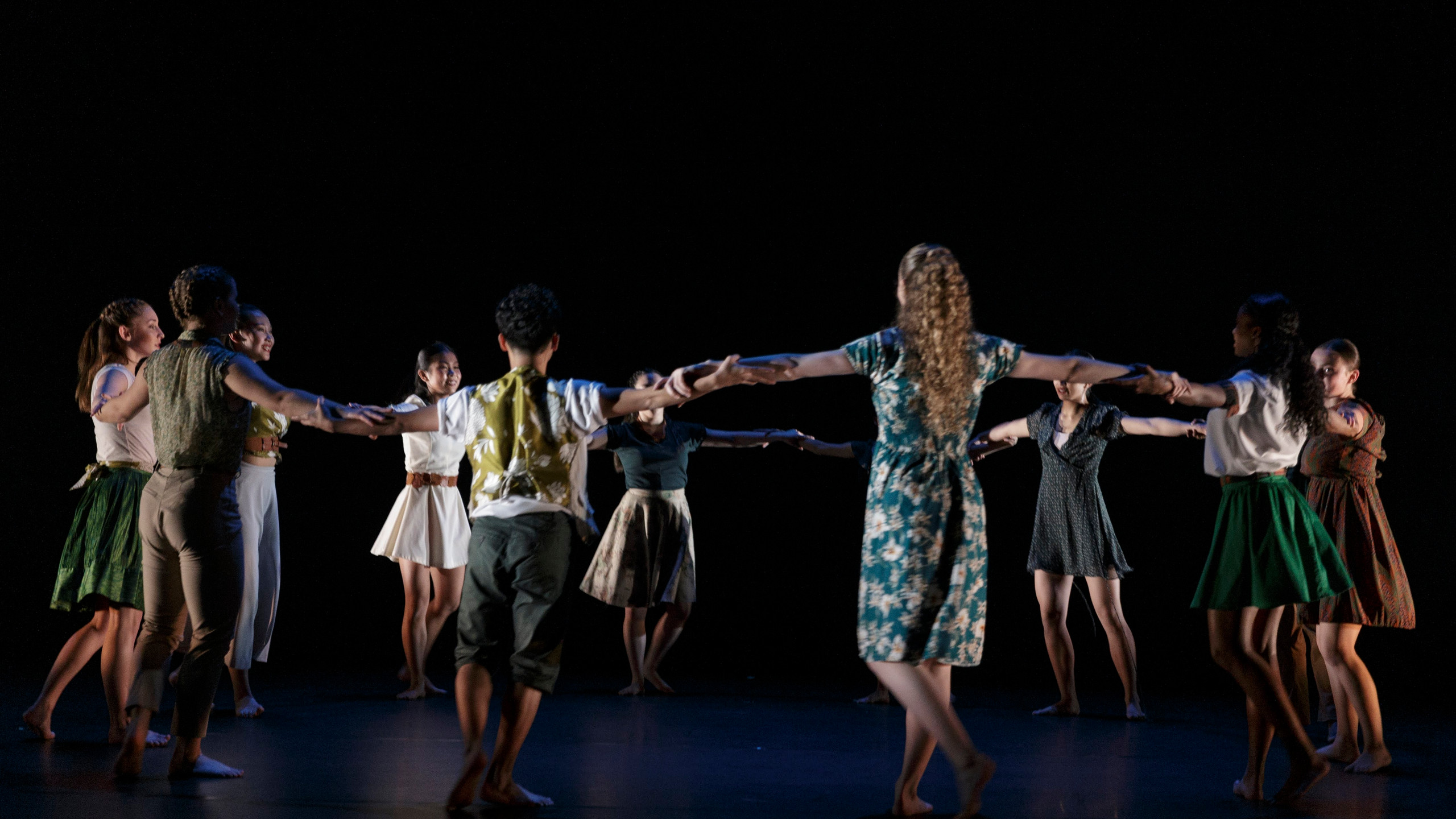 The artists of CCDT in 'A Day of Light' Choreography by Hanna Kiel