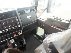 Sleeper-Semi-Trucks-Kenworth-T660-23932750