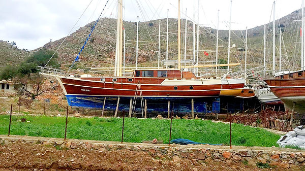 The moment that Marlin and Maria found the yacht on a Turkish yard