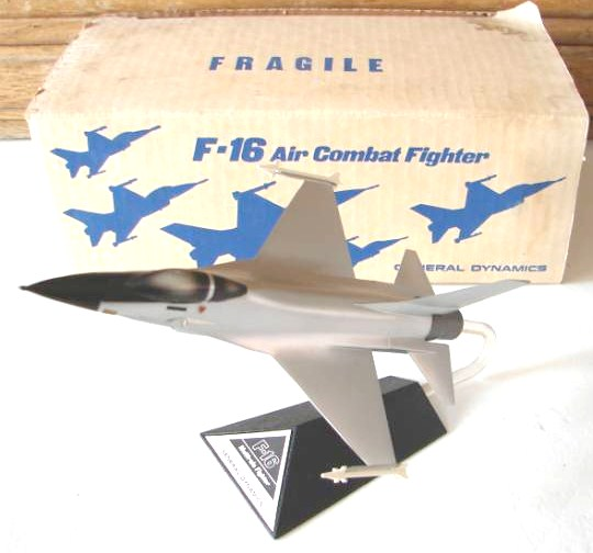 General Dynamics F-16 Silver