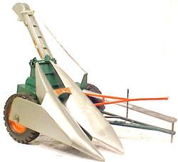 New Idea corn picker  (2)