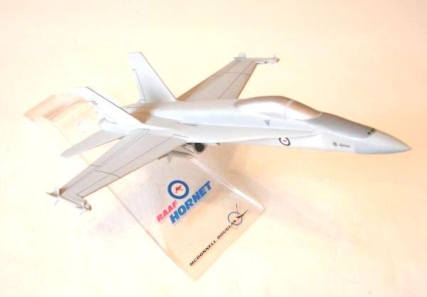 McDonnell Douglas F-18 RAAF  (2)