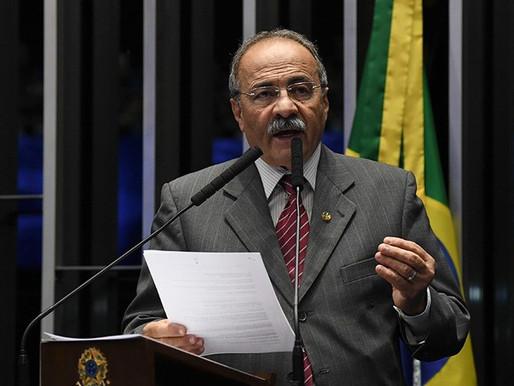 Chico Rodrigues se afasta do cargo por 121 dias. Filho de senador é seu suplente