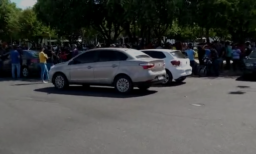 Motoristas de aplicativo fazem manifestação contra a violência na Praça do Centro Cívico