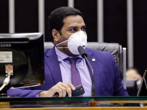Jhonatan de Jesus protocola pedido de abertura de CPI do Apagão do Amapá