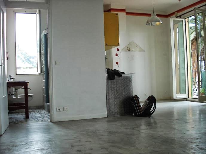 Avant Travaux Vue du living. Point de départ pour une rénovation conçue par Jérôme Caramalli