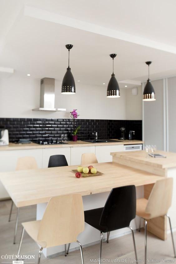 Faux-Plafond dans une cuisine qui met en valeur l'ilot central.